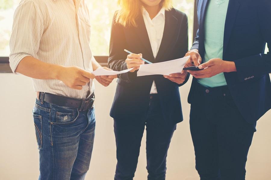 - A integração contábil é uma solução que beneficia escritórios de contabilidade e empresas - Business Team Conversion Talking about work after they go to con