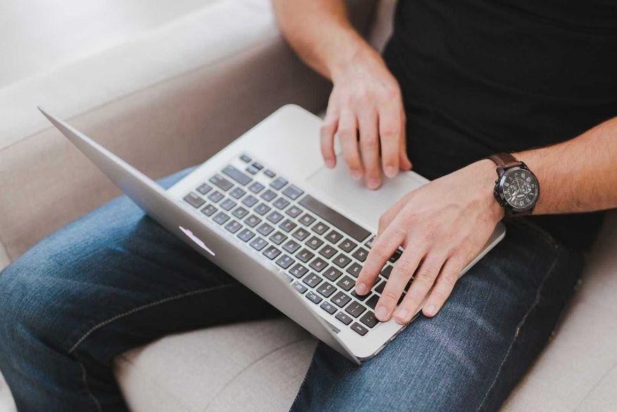 Seis coisas que você nunca deve fazer com o notebook - Conheça praticas que podem ser prejudiciais para seu aparelhos e devem ser evitadas